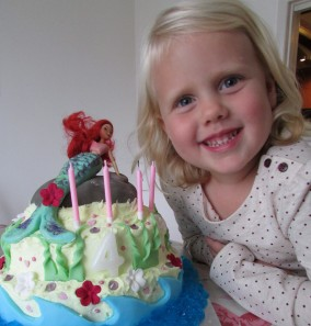 Make your own Natural food colourings for birthday cake